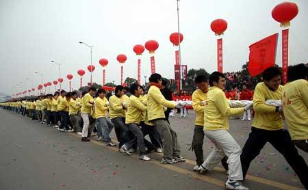 长沙举行2008人拔河比赛